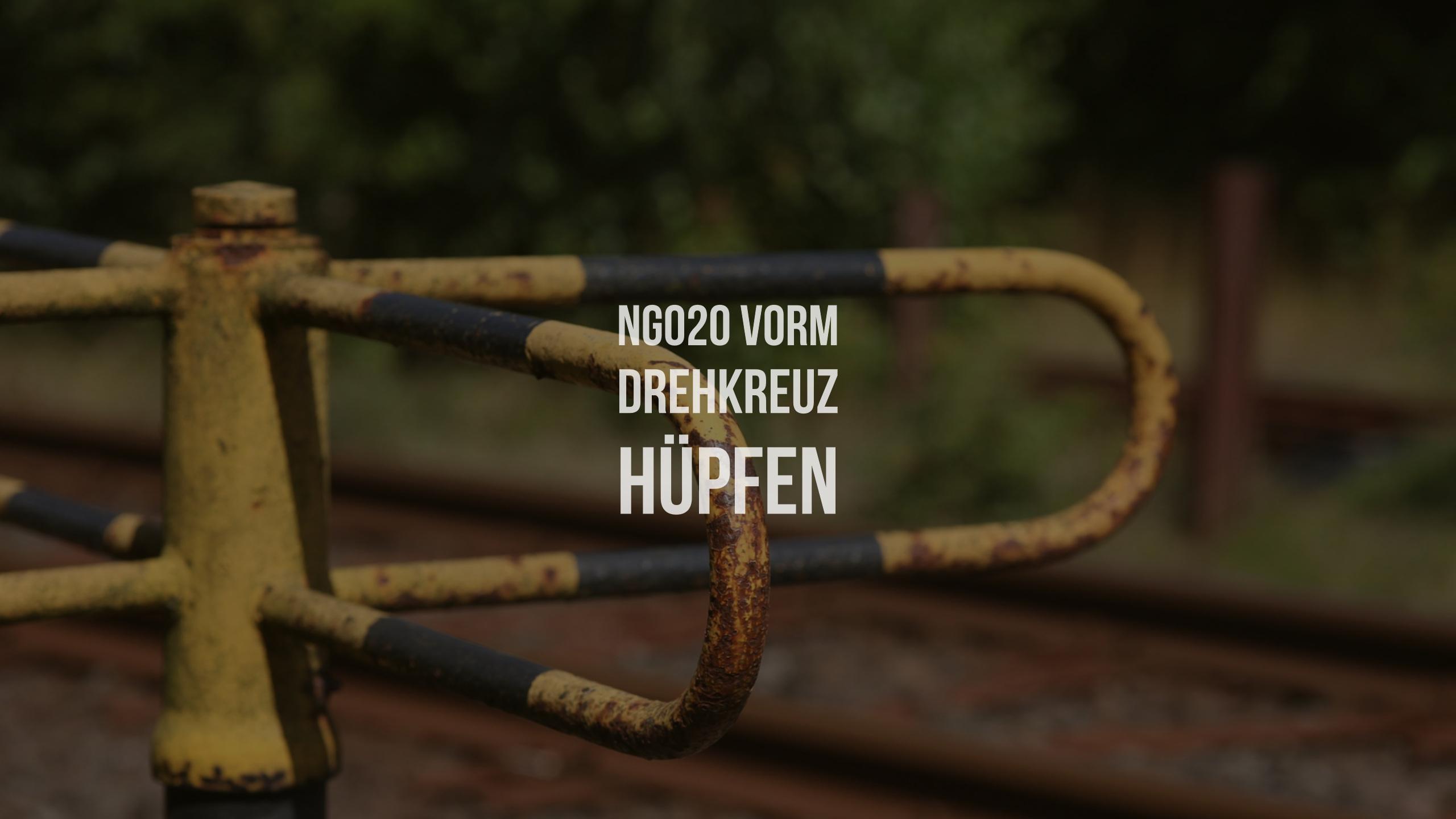NG020 Vorm Drehkreuz hüpfen